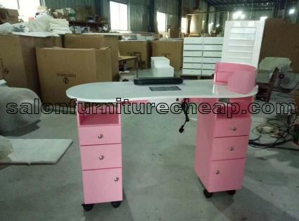 Nail table with ventilation